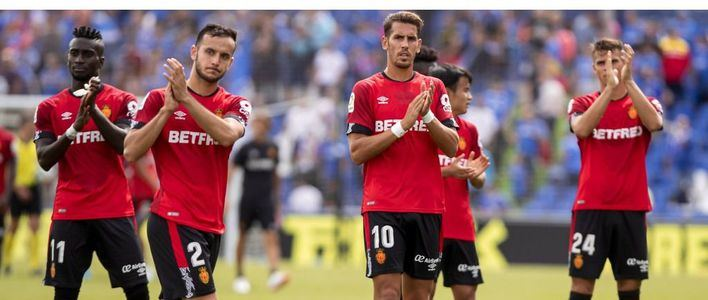 El Mallorca lucha por salir de zona de descenso contra el Valencia