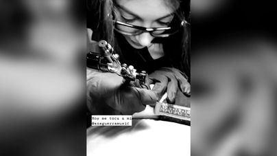 Ana Guerra, tatuadora