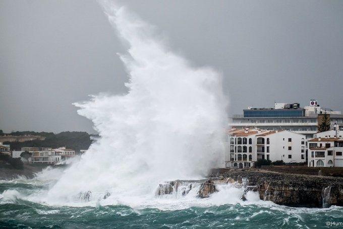 Las fotos y vídeos más impactantes de la borrasca Gloria a su paso por Baleares