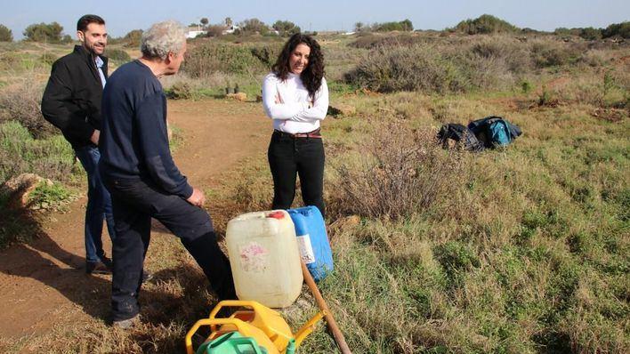 La zona de Es Carnatge se reforesta con 300 sabinas y acebuches
