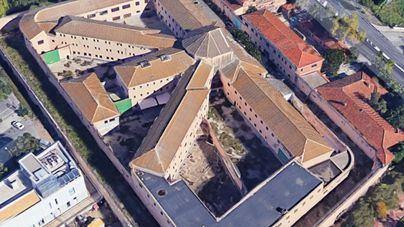 Dos heridos en el incendio del edificio okupado de la antigua prisión de Palma