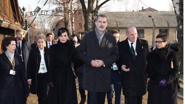 Los Reyes asisten en Auschwitz al homenaje a las víctimas del Holocausto