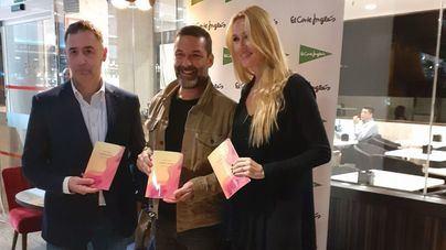 Jaime Anglada presenta su libro de poemas en el Corte Inglés de Jaime III