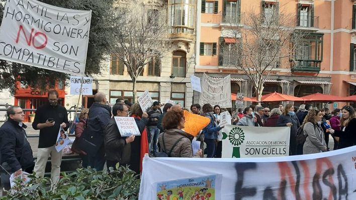 Truyol se compromete a frenar la construcción de una planta hormigonera junto a la residencia de Son Guells