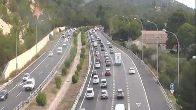 Grandes retenciones en la Autopista de Andratx por un camión averiado en el túnel de Génova