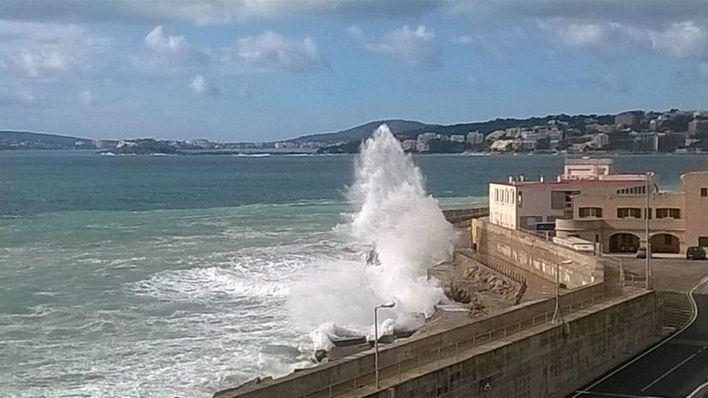 Baleares en alerta por fuerte viento y olas de hasta 10 metros