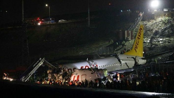 120 pasajeros heridos en un aeropuerto de Estambul tras salirse el avión de la pista