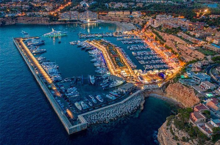 Marina de Port Adriano potencia sus instalaciones y servicios