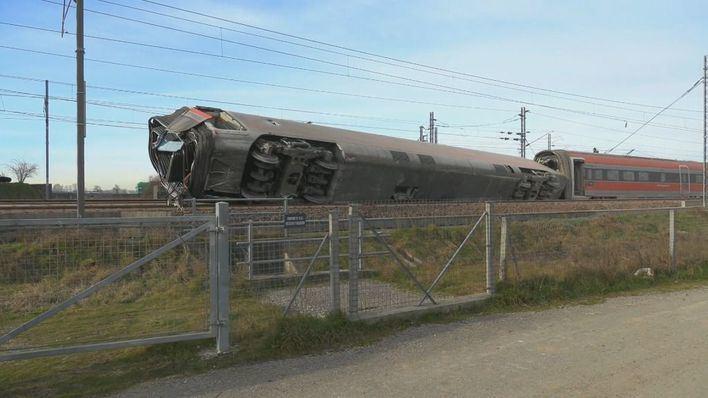 Dos muertos al descarrilar un tren en el norte de Italia