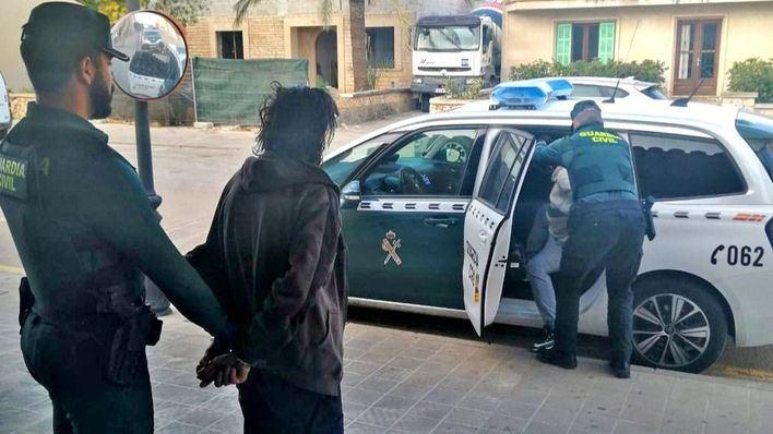 Desmantelan un punto de venta de drogas en Campos y detienen a sus responsables