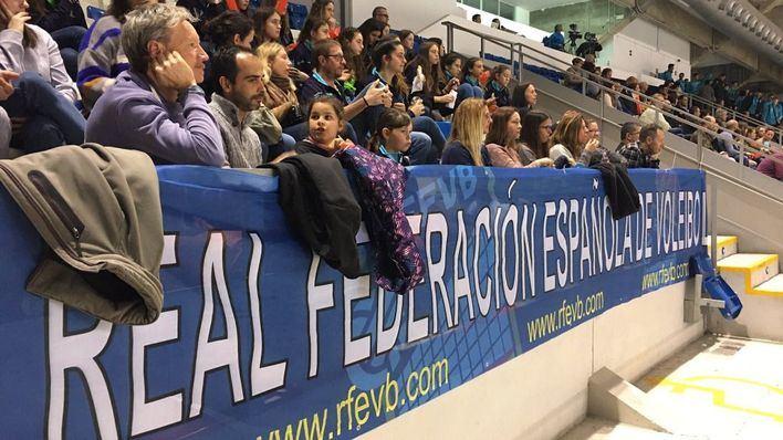 El Palau d'Esports de Son Moix vibra con la Copa del Rey de voleibol, que se inicia con la clasificación del Ushuaïa Ibiza