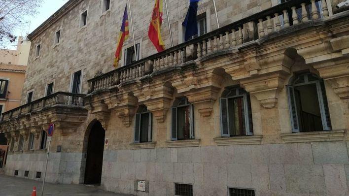 Juzgan a un hombre de 75 años por abusar de una niña en el portal de su finca en Palma