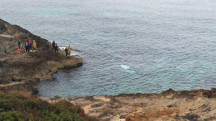 Un conductor drogado acaba en el mar tras recorrer el paseo de Son Verí a gran velocidad
