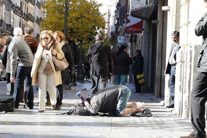 Detenidas tres personas por obligar a un anciano a mendigar en la calle durante 18 horas al día