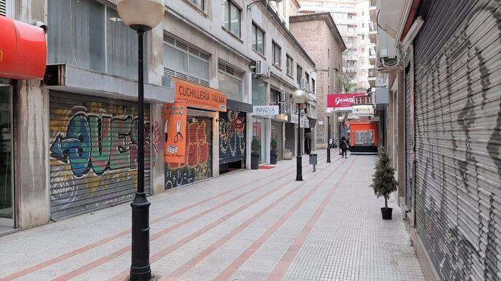 Locales cerrados en el centro comercial Los Geranios, en el centro de Palma