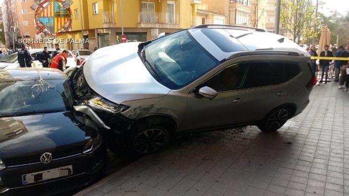 Dos atropellados en calle Industria por un todoterreno fuera de control