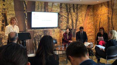 Negueruela presenta en Londres el decreto contra el turismo de excesos