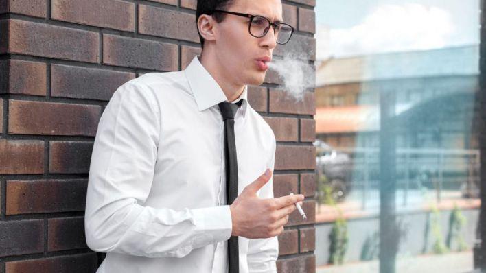 El 61,5 por cien de encuestados, a favor de descontar de la jornada las pausas del café o cigarro