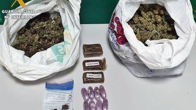 Cazan a dos baleares con medio kilo de cogollos de marihuana en Badajoz