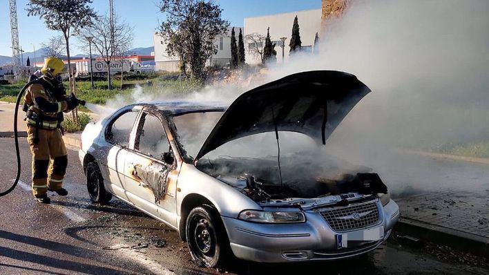 Arde un coche en el Polígono de Son Oms
