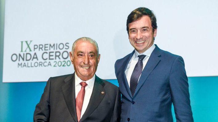Naviera Armas Trasmediterránea entrega a Juan José Hidalgo el Premio del Turismo de Onda Cero Mallorca