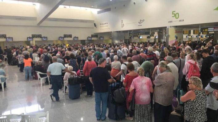 El Gobierno activa un protocolo para aeropuertos y hoteles por el coronavirus