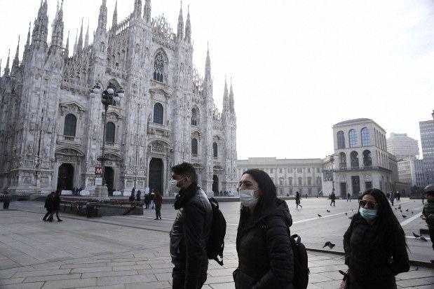 Italia eleva a 11 los fallecidos por el coronavirus y 323 los contagiados