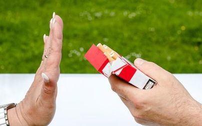 El Gobierno subirá el precio del tabaco y ampliará los espacios 'sin humo' a coches y áreas deportivas