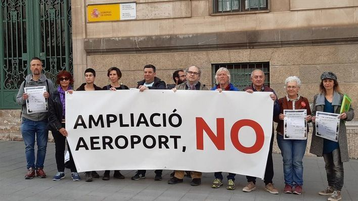 La Plataforma contra la ampliación del Aeropuerto tilda de 'humo' la reformulación de Aena
