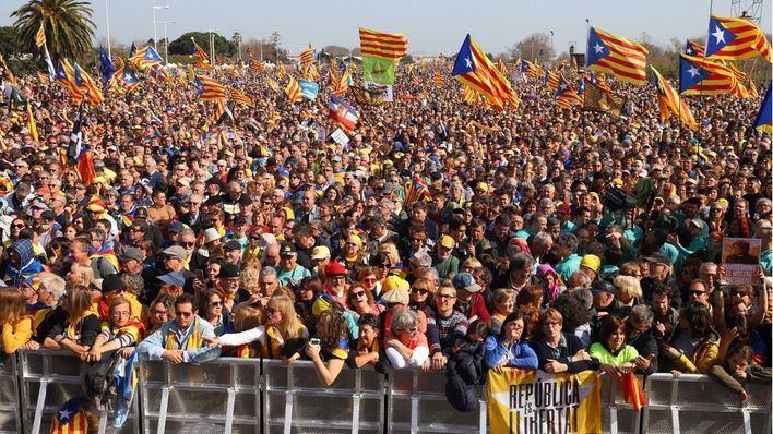 Unas 100.000 personas acuden al mitin de Puigdemont en Perpiñán