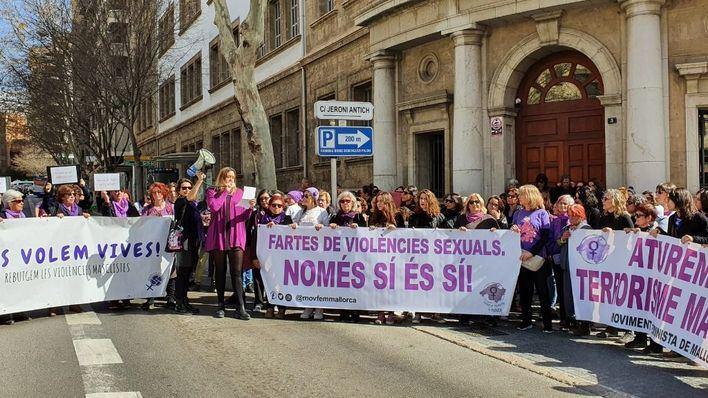"""Concentración feminista para """"revisar el Código Penal y la ley contra la violencia de género"""""""