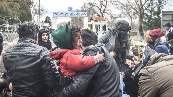 Turquía deja pasar a miles de refugiados hacia Europa mientras prosigue la ofensiva sobre Idlib