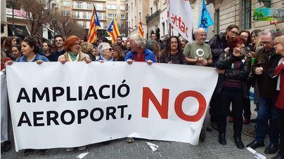 Concentración en Palma contra la ampliación del aeropuerto