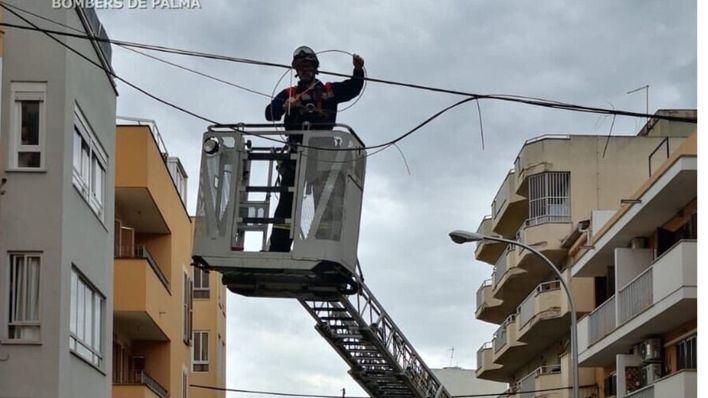 La borrasca Karine obliga a actuar a los bomberos por incidencias relacionadas con el viento