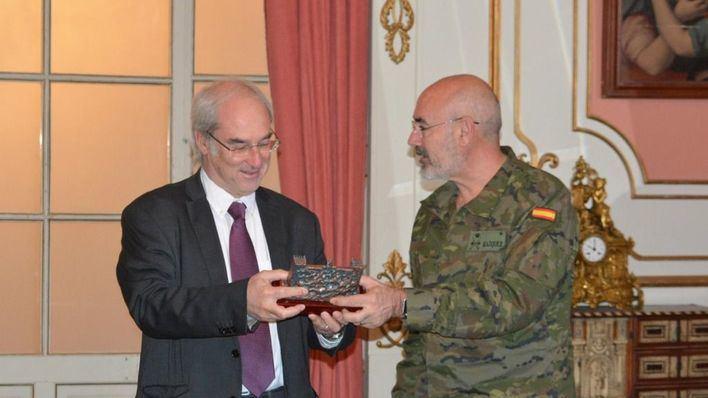La Comandancia General de Baleares homenajea al ex delegado del Gobierno Ramón Morey