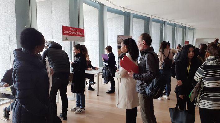 Casi 2.500 demandantes de empleo en el primer día de la Fira de l'Ocupació