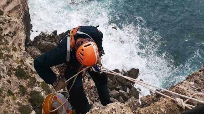 La Guardia Civil rescata el cadáver de un hombre en los acantilados de es Cap Blanc