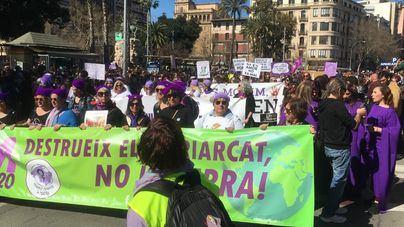 Nutrida participación en la manifestación feminista de Palma