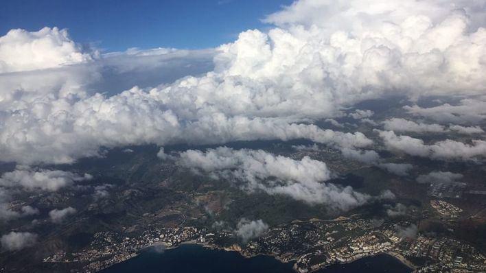 Nubes, fuerte oleaje y probabilidad de lluvias en Mallorca