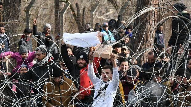 Máxima tensión en la frontera entre Grecia y Turquía a causa de la crisis migratoria