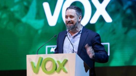 Vox reelige a Abascal y se marca como objetivo duplicar sus afiliados