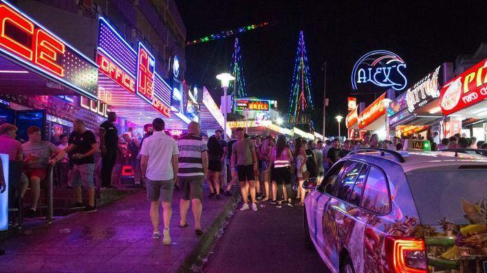 El Govern abre 12 expedientes por promocionar en Magaluf el consumo de alcohol