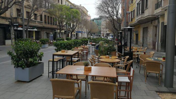 Así están Blanquerna, Plaza España y el Olivar un lunes a las 14 horas tras la ordenanza de terrazas