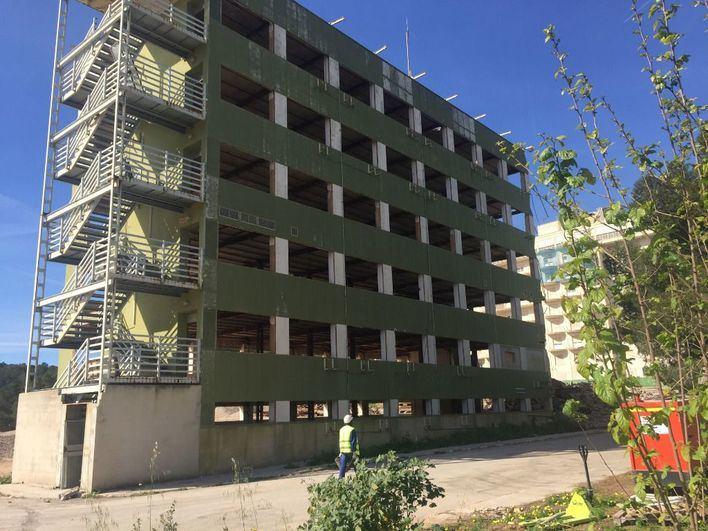 El viejo edificio verde de consultas externas de Son Dureta.
