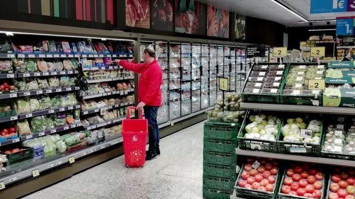 Los supermercados niegan que haya desabastecimiento de productos en las islas