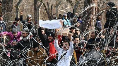 Grecia reprime con contundencia el paso de migrantes desde Turquía