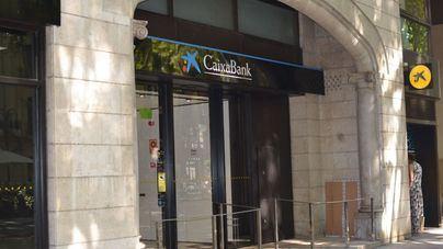 Los bancos abren extremando las precauciones y recomiendan operar online