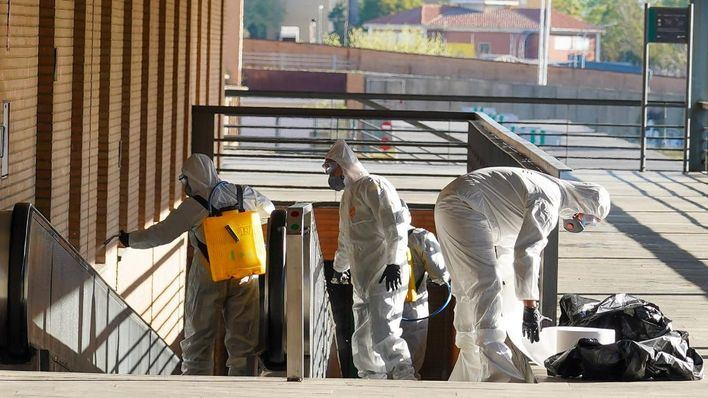 Más de un millar de militares vigilan y desinfectan las calles contra el coronavirus