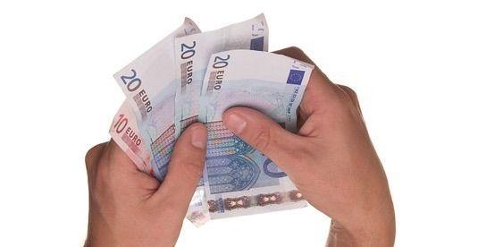 La OMS niega que el dinero en efectivo esté transmitiendo el coronavirus