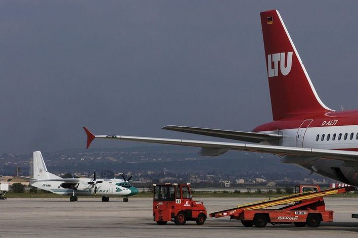 Las líneas aéreas piden al Gobierno 'un balón de oxígeno' para salvar al sector turístico